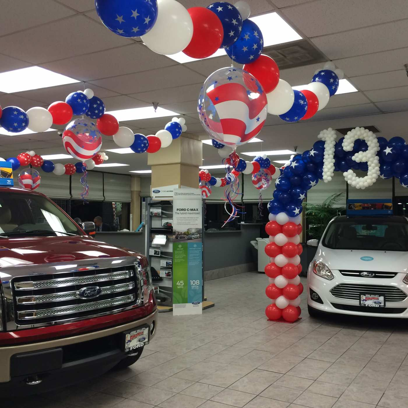 Auto dealership patriotic balloons