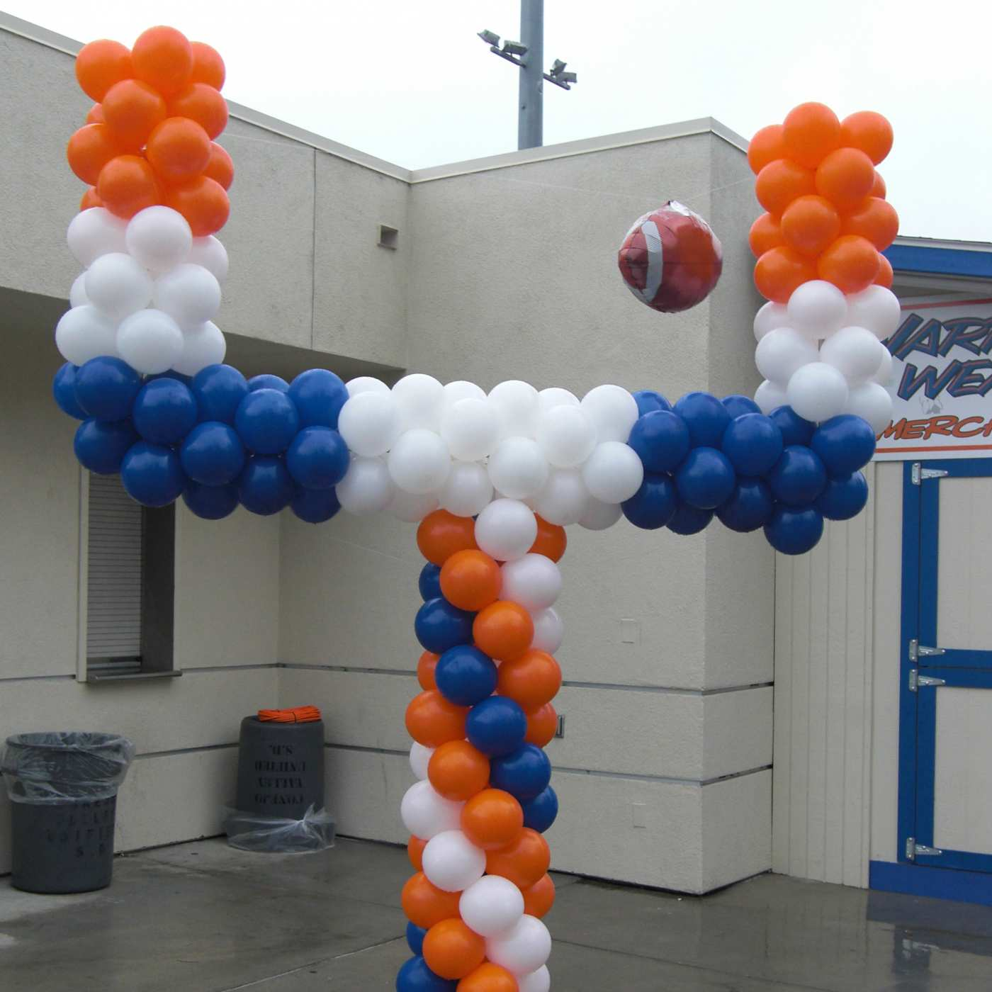 Goalpost balloon sculpture